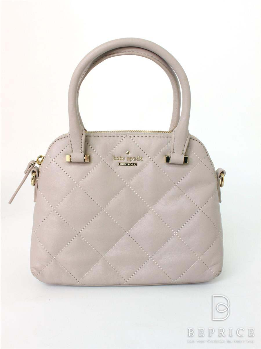 8861cfe7a4b6 デートでミニバッグを持つ女性がモテる、その深遠なる理由